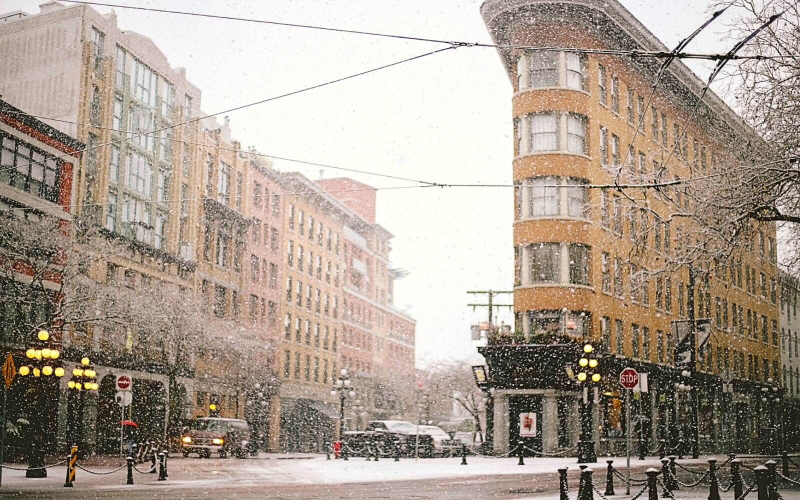 Snow falls in Maple Tree Square, Gastown