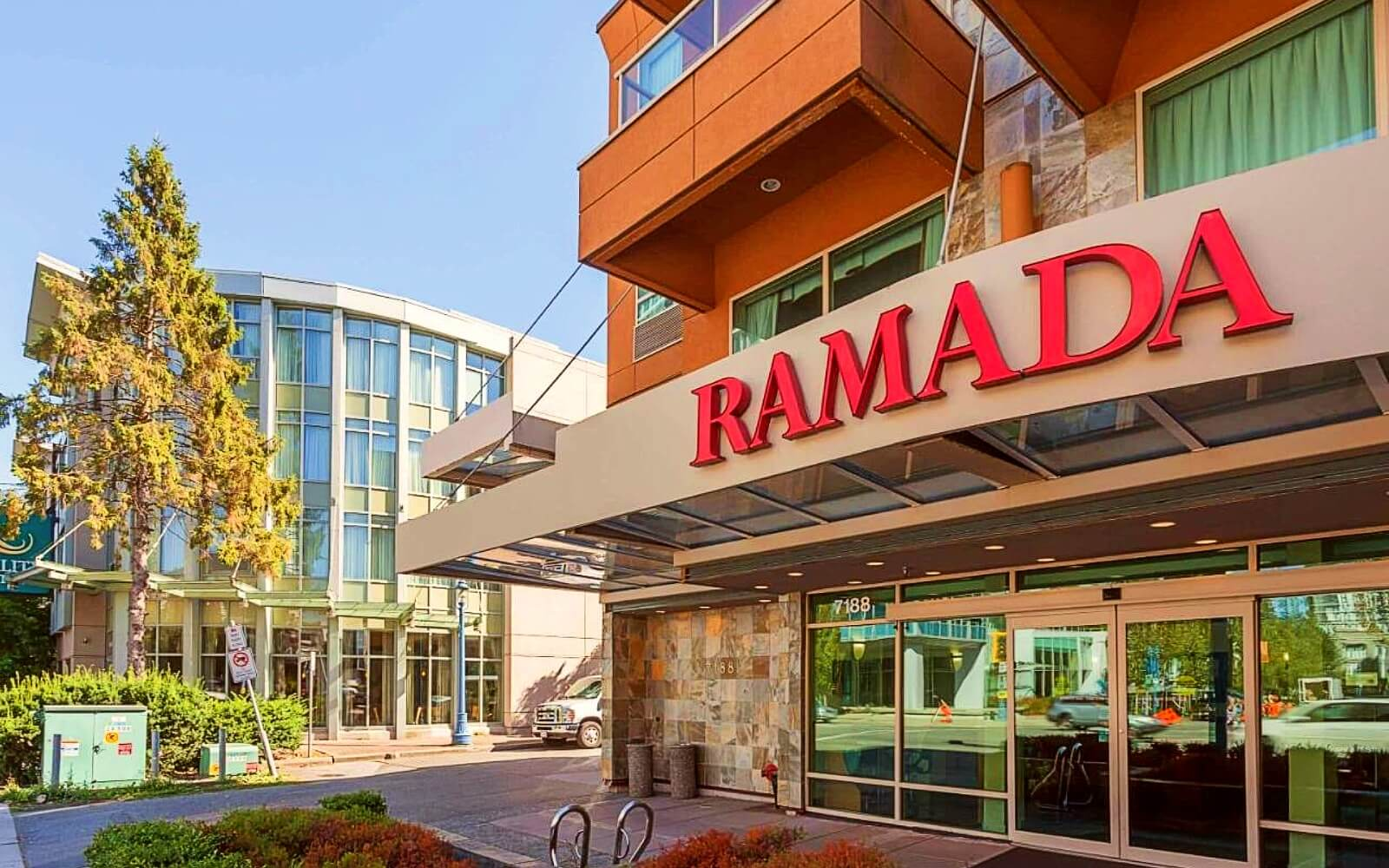 The entrance to the Ramada Limited Vancouver Airport
